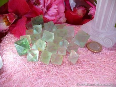 Galets de Fluorine Verte Octaédre - De 6 à 8 gr environ
